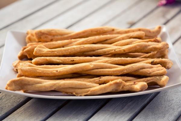 Le Colline Salzgebäck Treccine mit kartoffeln und Rosmarin